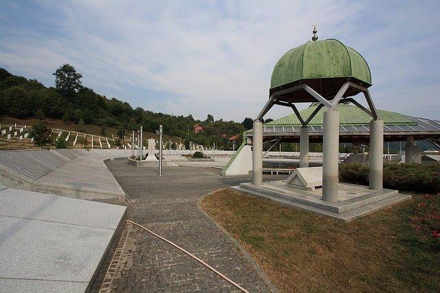 Srebrenitza Katliamı